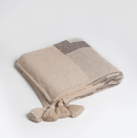 BEIGE ETHNIC ALPACA THROW