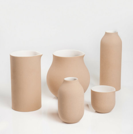 BEIGE DECORATIVE VASES SET