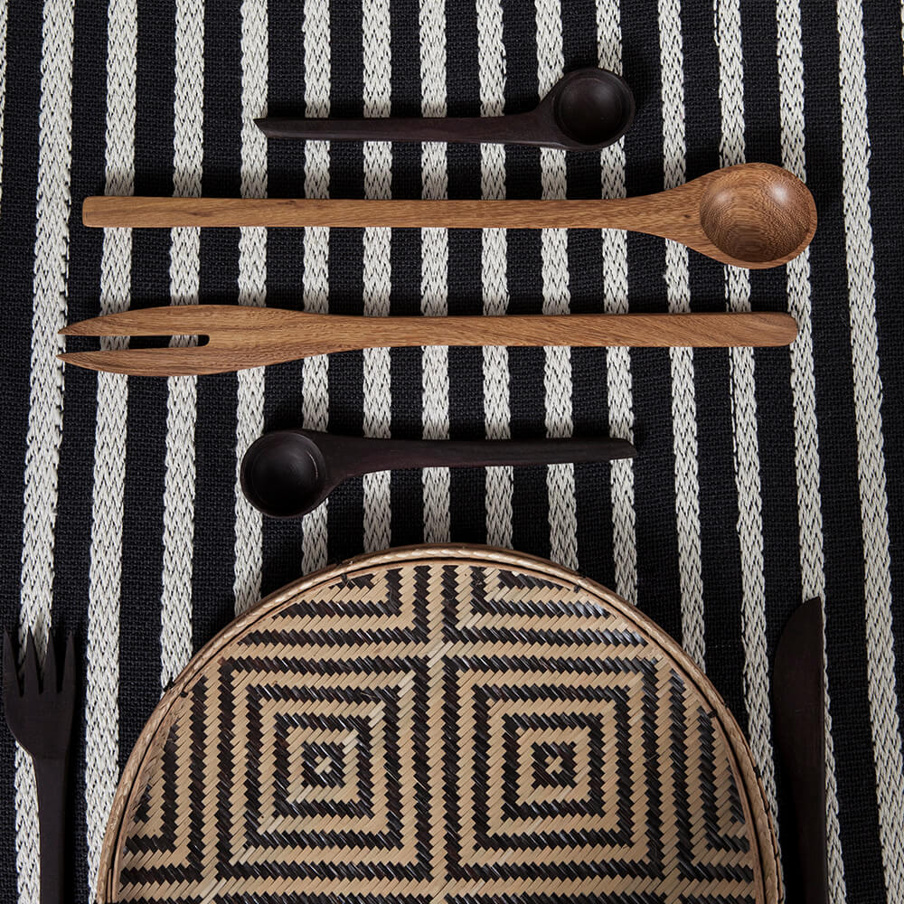 Black-and-white-striped-table-runner-2