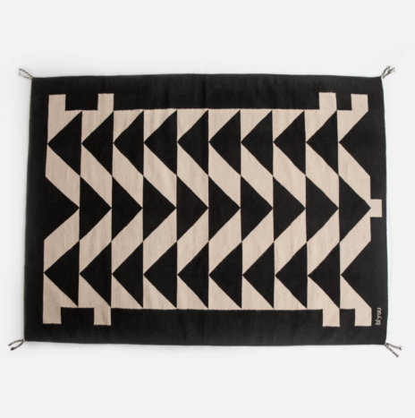 BLACK PATTERNED WOOL RUG