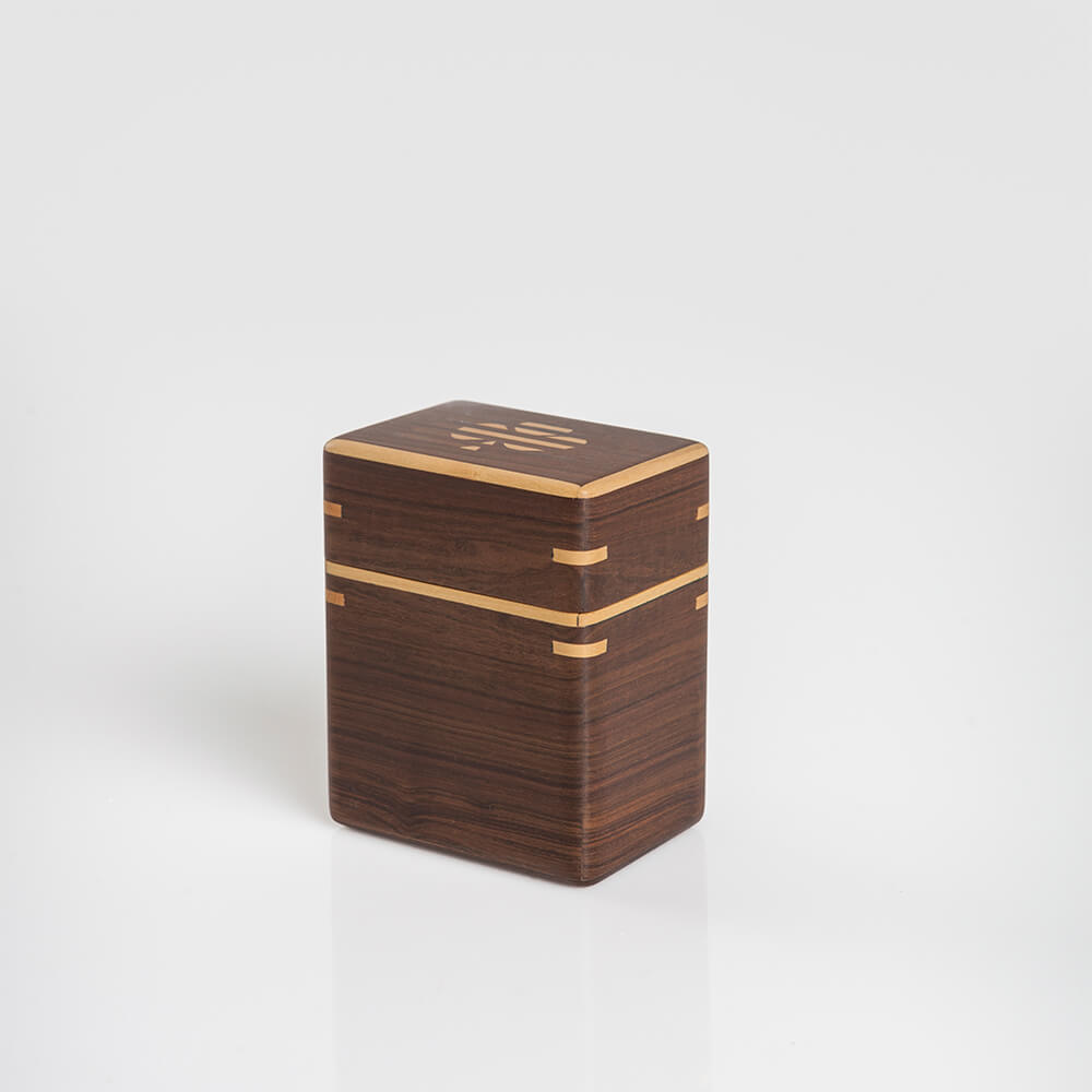 Dark-wood-playing-cards-holder-2