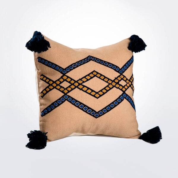 Guatemalan horizontal pillow cover product photo.