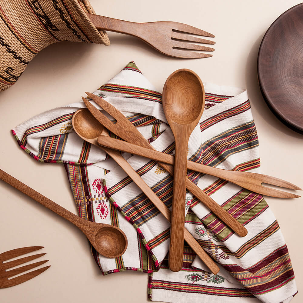 WOODEN SALAD SERVING SET