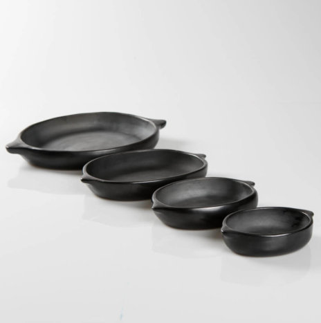 Black Pottery Serving Plate Set