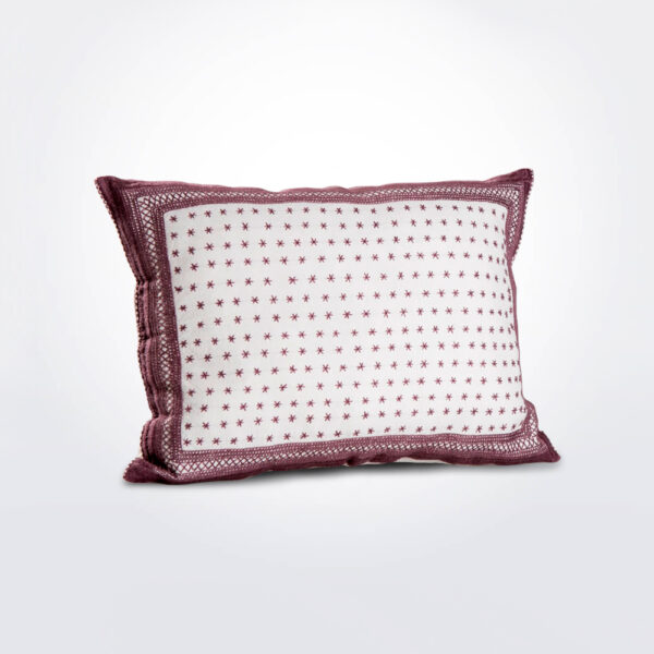 Estrellas rectangular pillow cover.