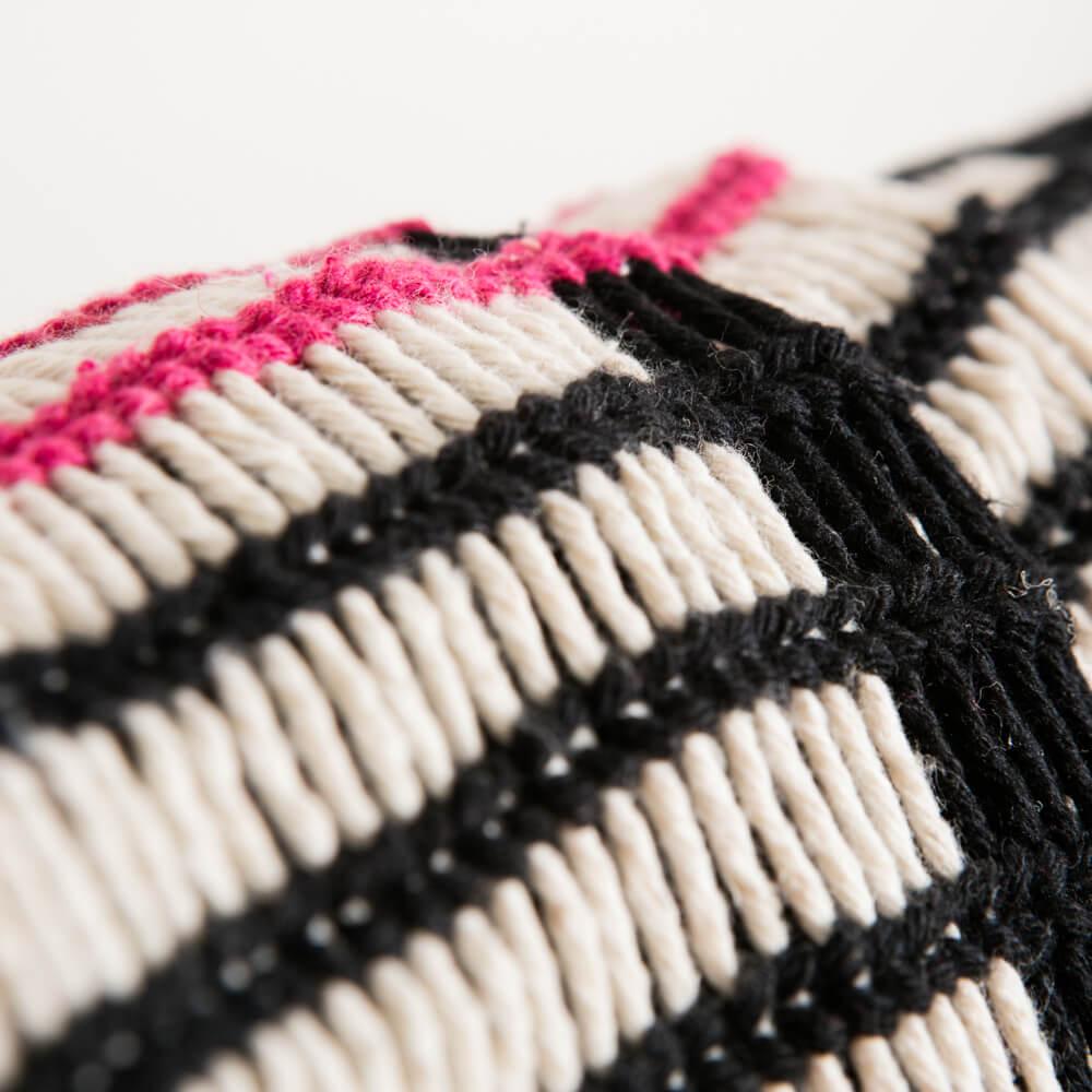 Black-and-red-yawalapiti-cotton-hammock-4
