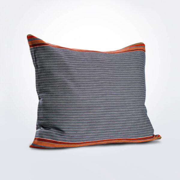 Petatillo naranja pillow cover product photo.