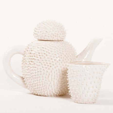 SPIKY PORCELAIN TEA SERVICE