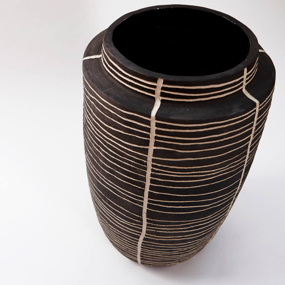 CHARCOAL VASE WITH LINES 1