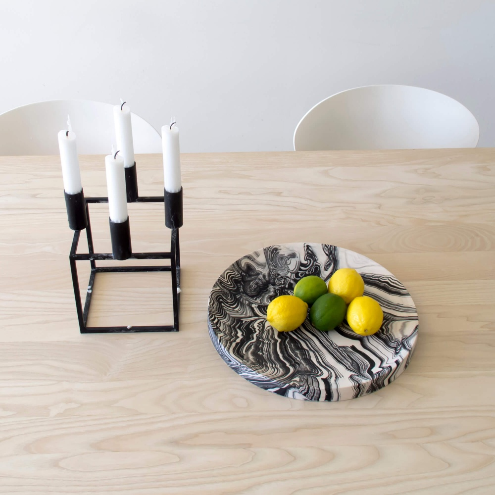 Poured Plate – White with Black – Context View – Troels_Flensted – 300dpi