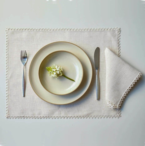 BEIGE STRIPED PLACEMATS AND NAPKINS SET