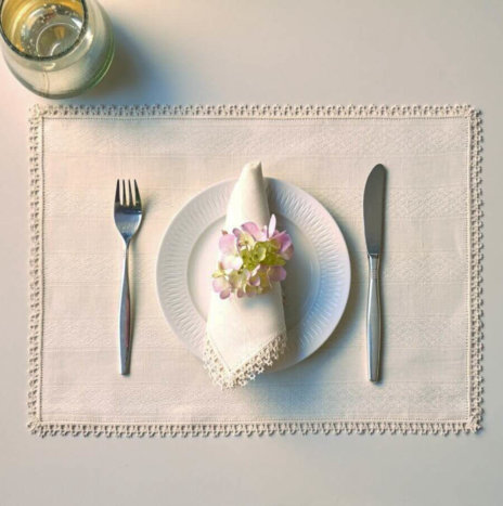 CREAM PLACEMATS AND NAPKINS SET
