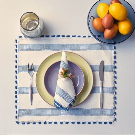 LINEN PLACEMATS AND NAPKINS