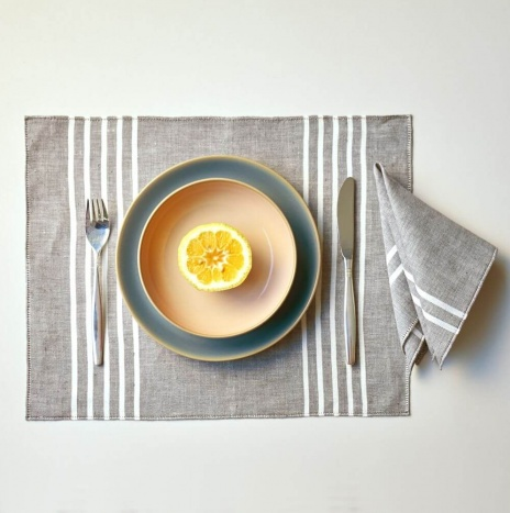 BEIGE AND GRAY LINEN PLACEMATS AND NAPKINS
