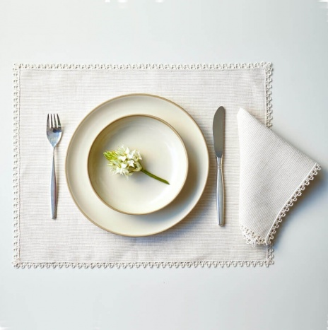 BEIGE STRIPED PLACEMATS AND NAPKINS