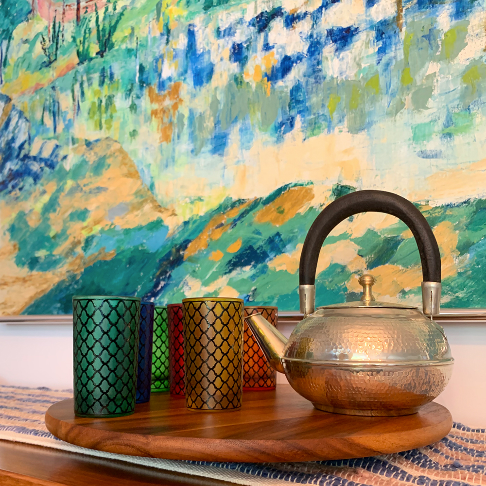 Moroccan-silver-hammered-teapot-with-multicolor-tea-glass-set