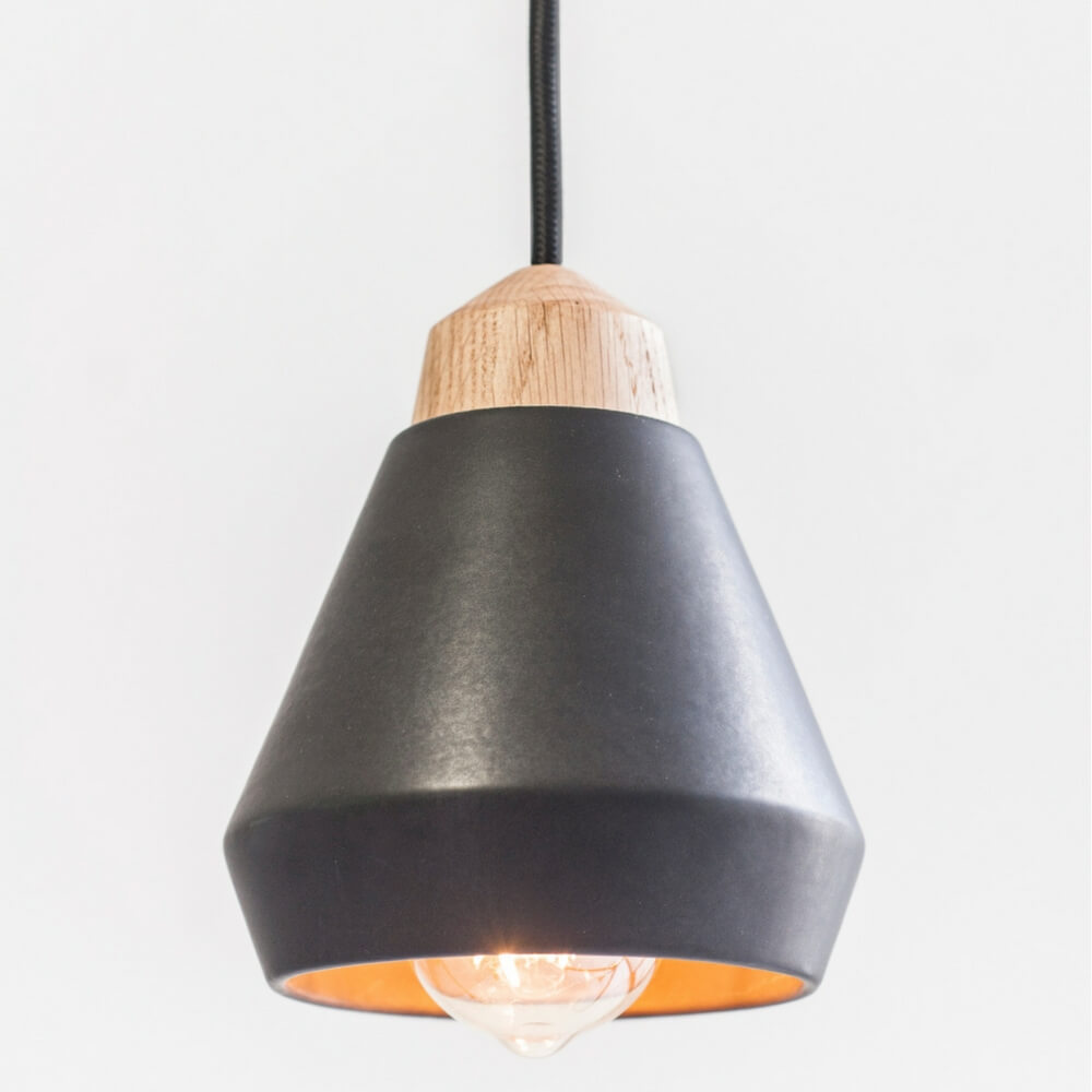 Ceramic-and-wood-black-pendant-lamp-3