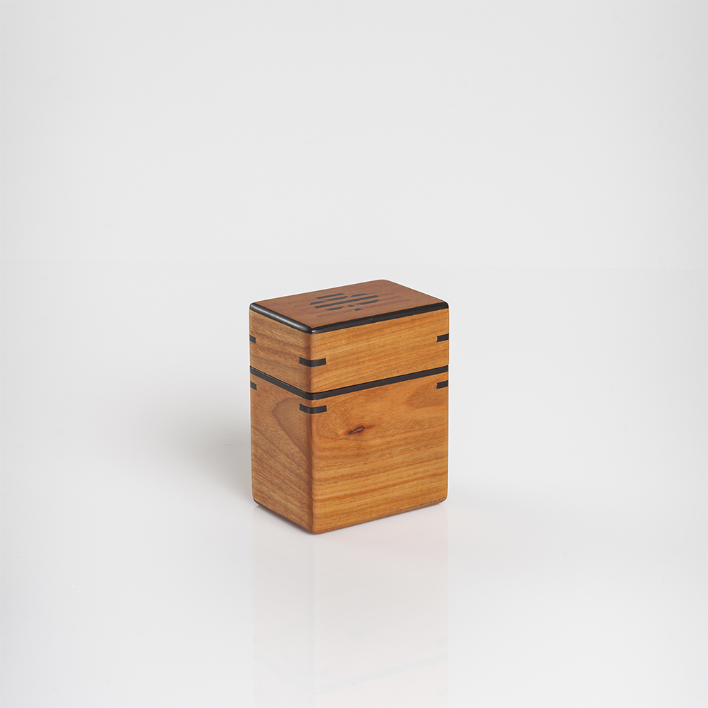 Light-wood-playing-cards-holder-2