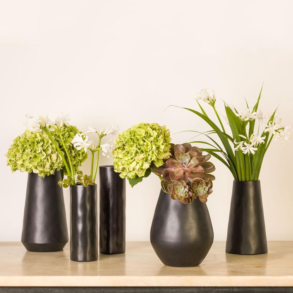 Black-bulb-vase-4
