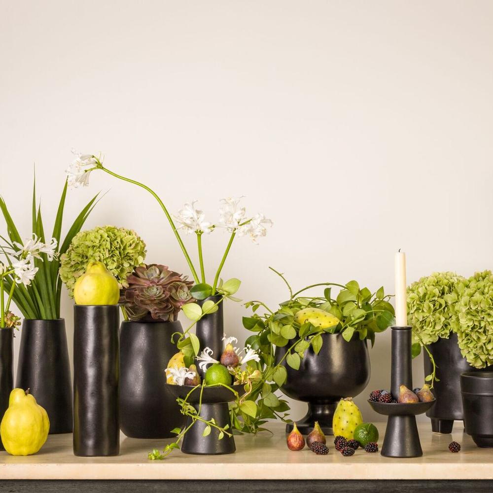 Black-bulb-vase-5