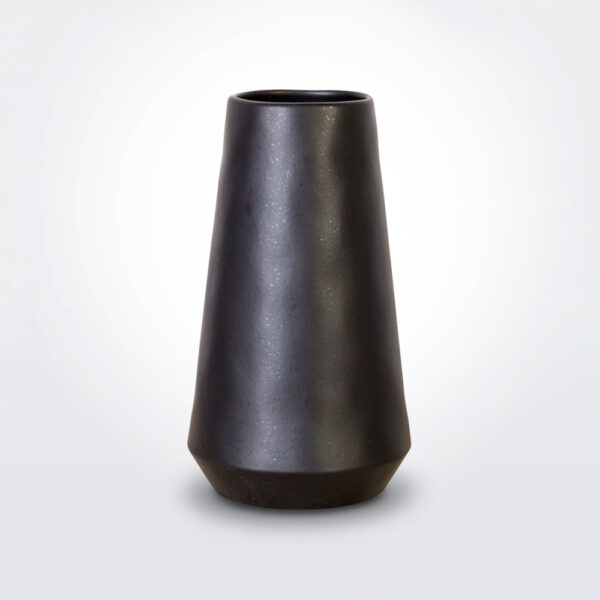 Black vulcano vase product photo.
