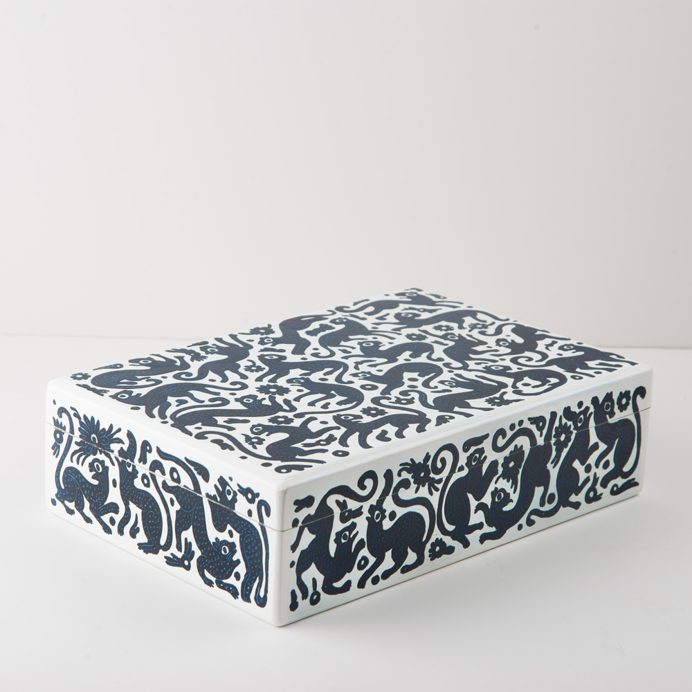 Black-and-white-wooden-tea-box-5