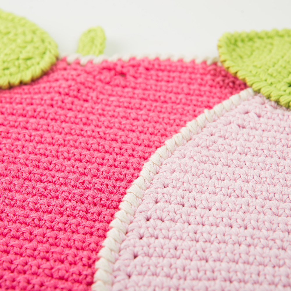 Crochet-apple-placemat-set-3