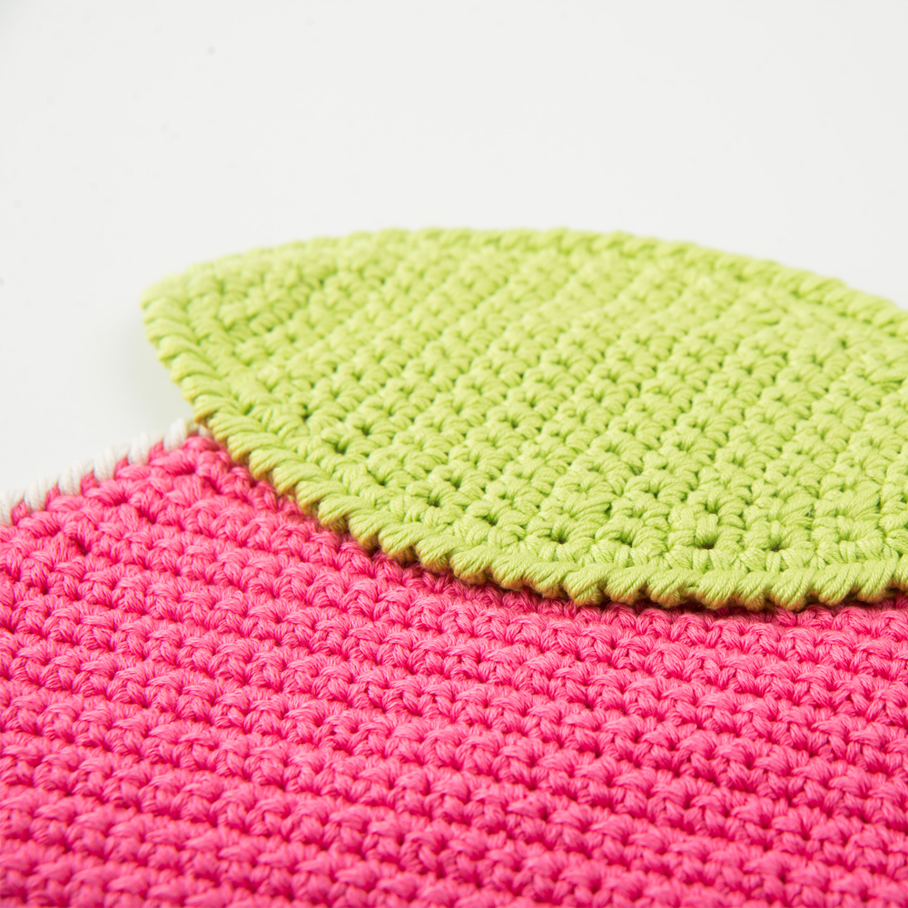 Crochet-apple-placemat-set- 5