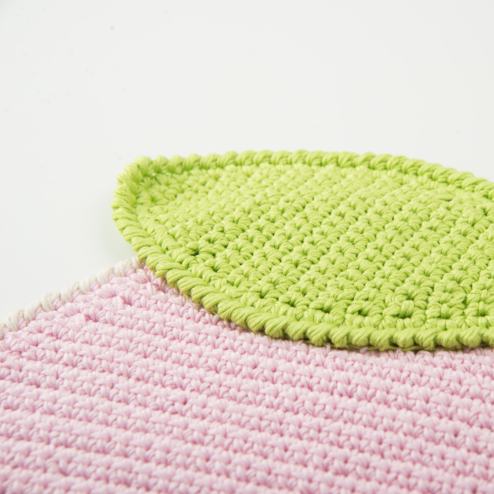 Crochet-apple-placemat-set- 7