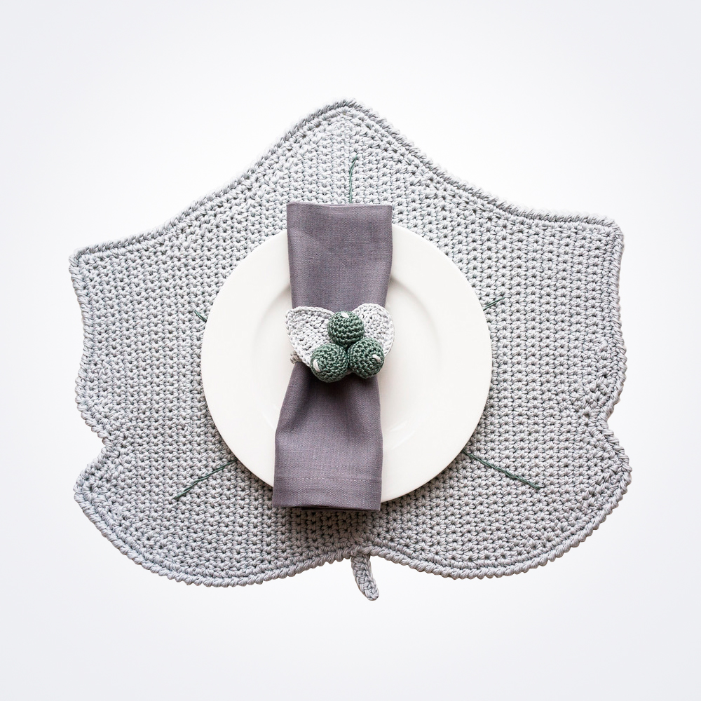 Crochet-winter-gray-leaf-placemat-and-napkin-ring-set-2