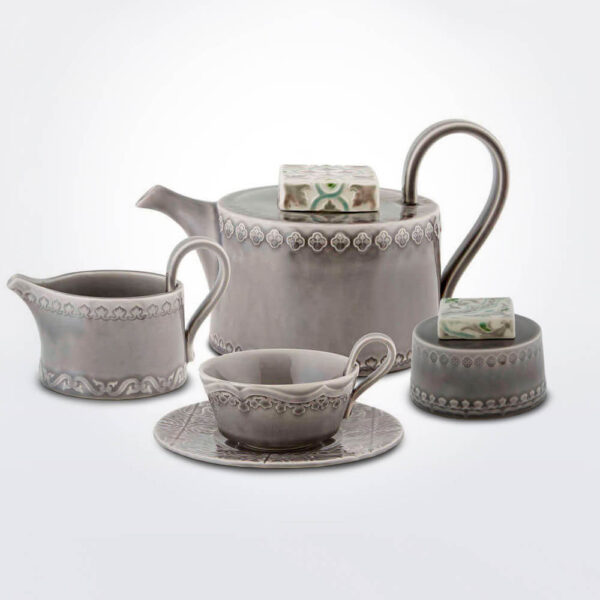 Rua Nova tea service set background.