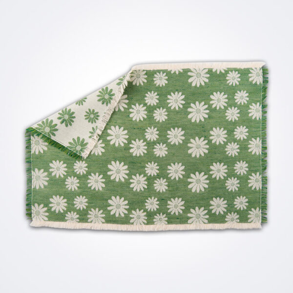 Daisy flower green placemat picture.