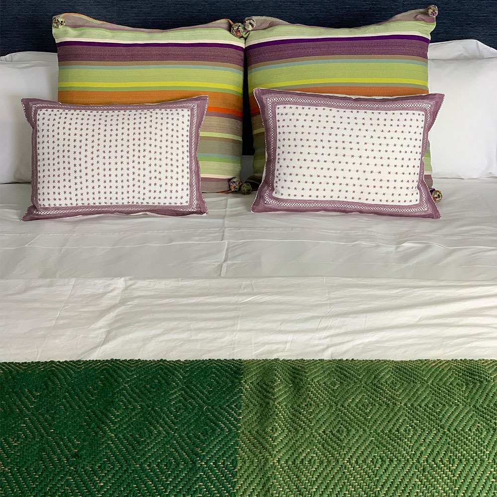 Green-wool-and-jute-bed-runner-4