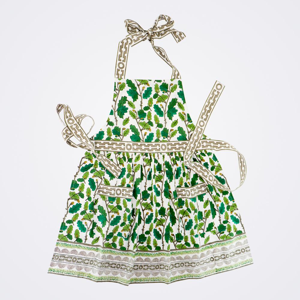Oak-leaf-motif-apron