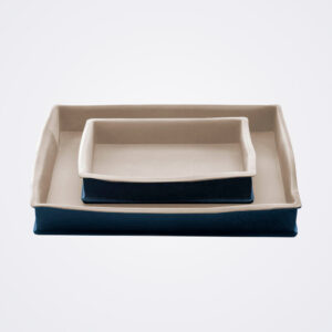 Stoneware baking pan product picture.