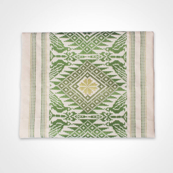 Green clover maxi table runner product picture.