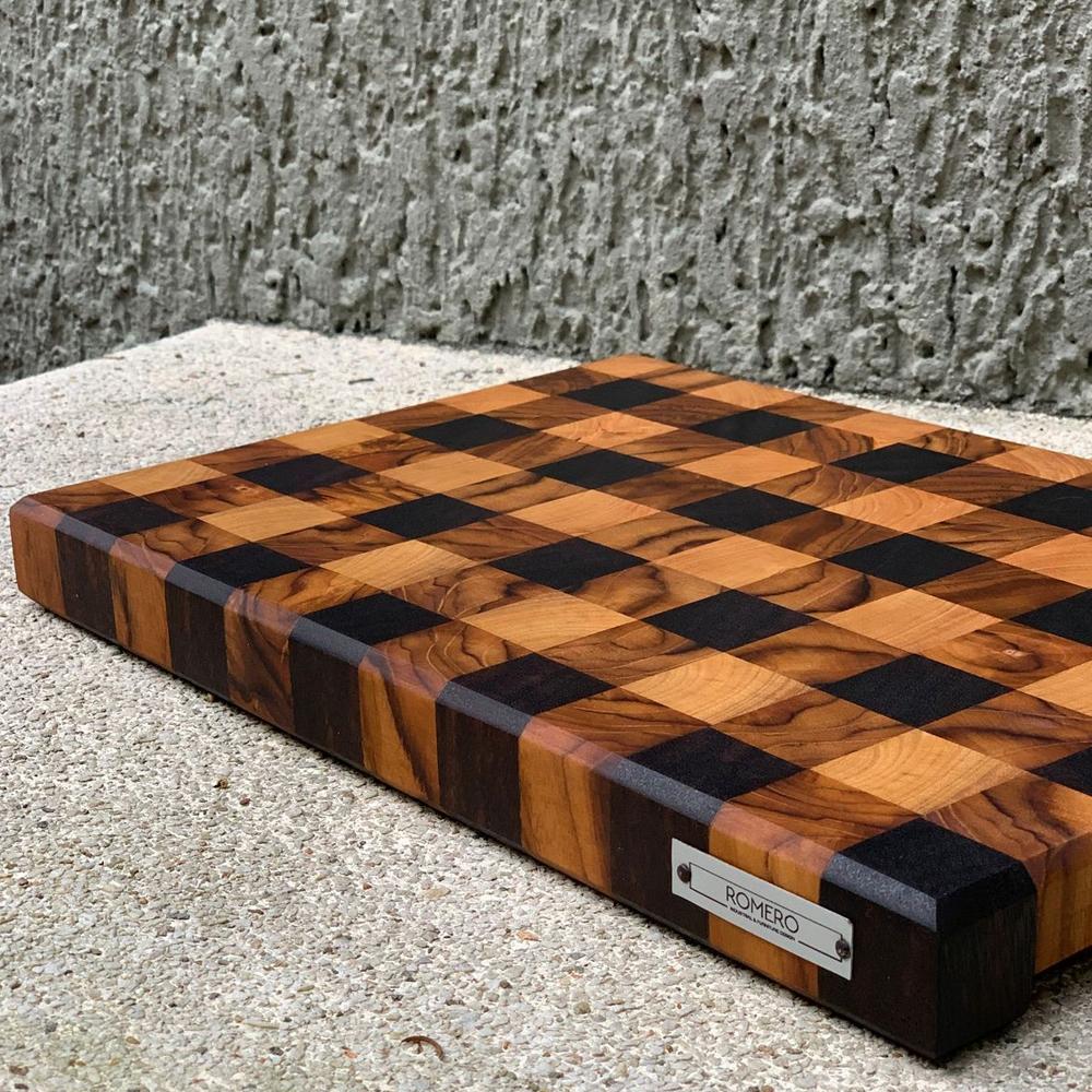 Gingham-wood-cutting-board-ctx