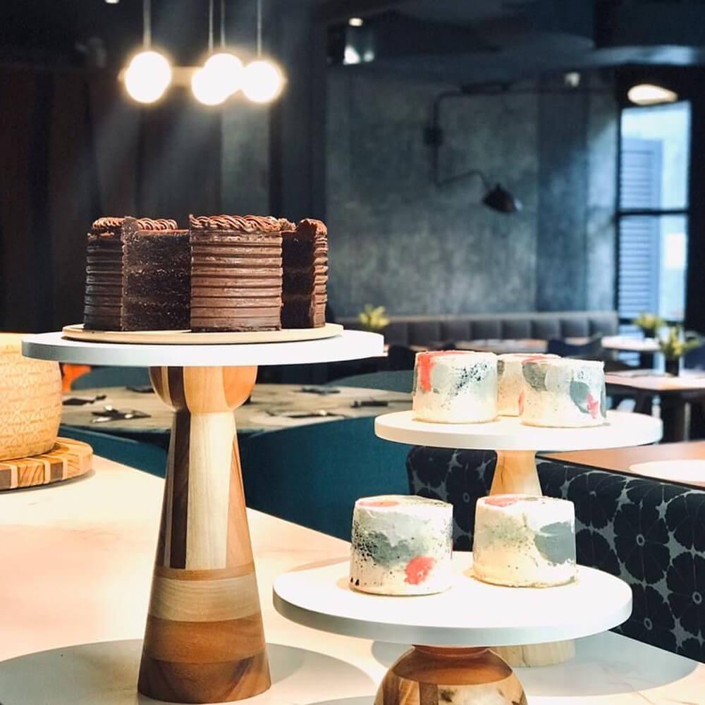 Cinaro-wood-pedestal-cake-stand-medium-3