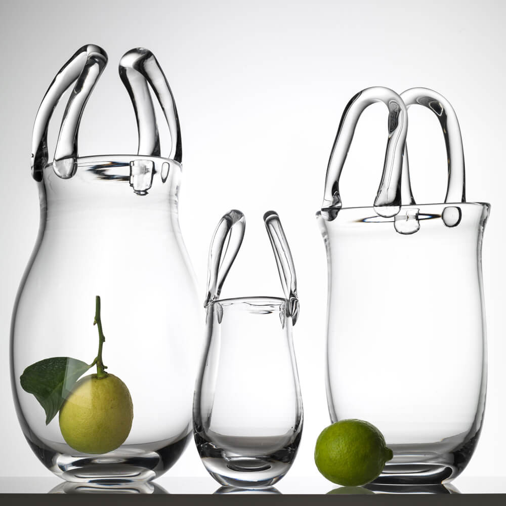 Glass-purse-vase-contexto