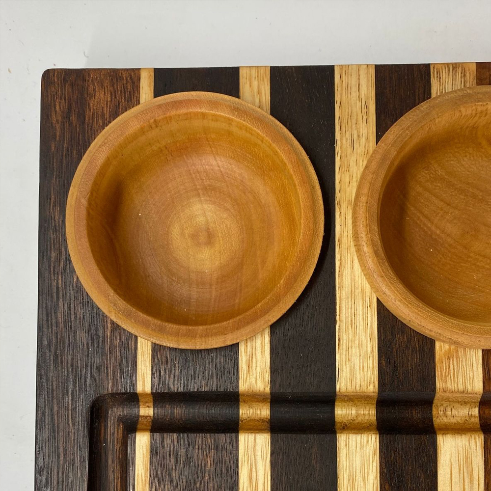 Wood-cutting-board-with-containers-4