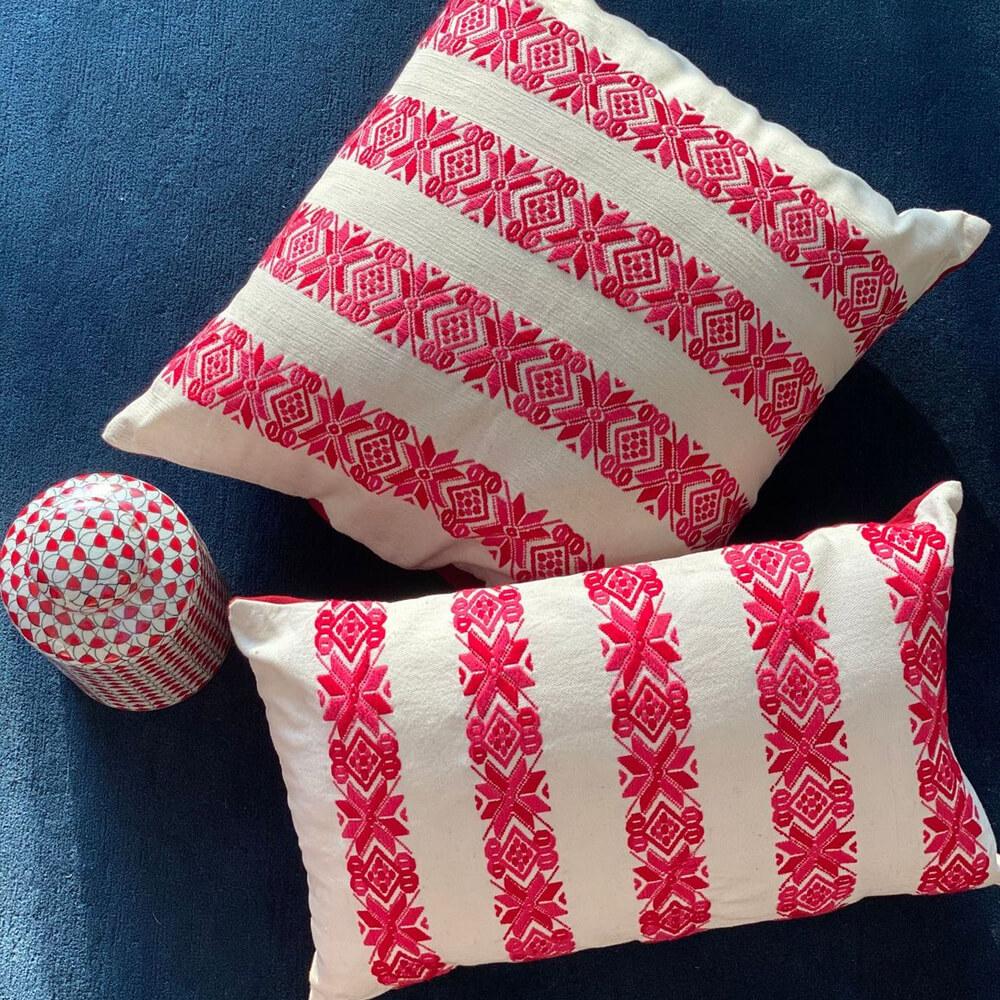 Red-Stars-Lumbar-Pillow-Cover-2