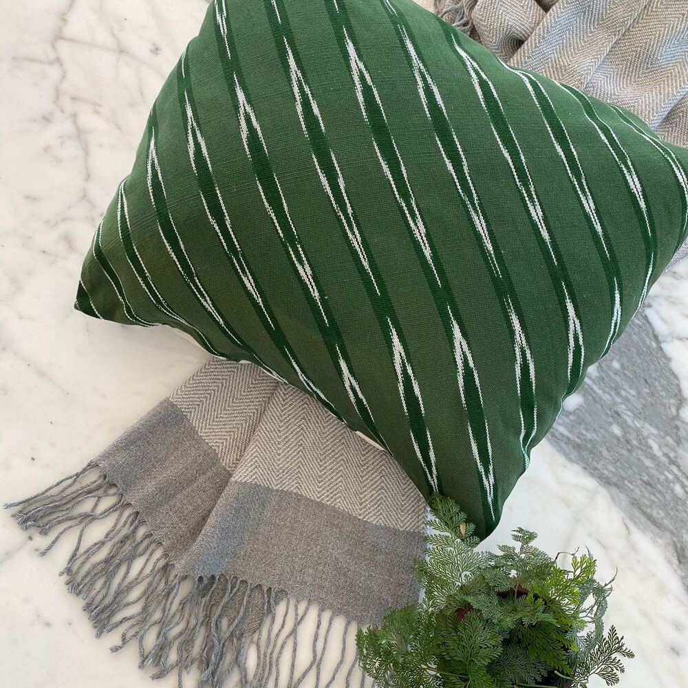Green Serpentine Square Pillow Cover-2