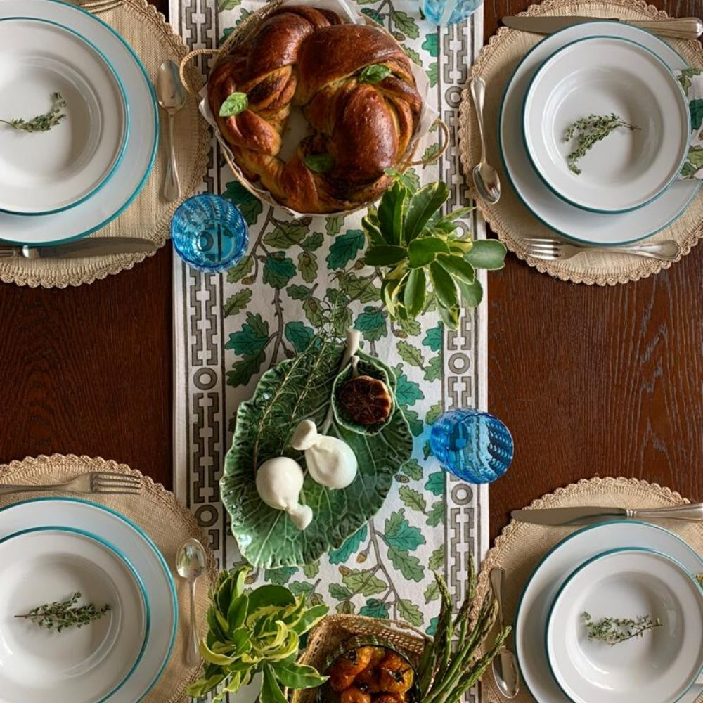 Oak-leaf-motif-table-runner