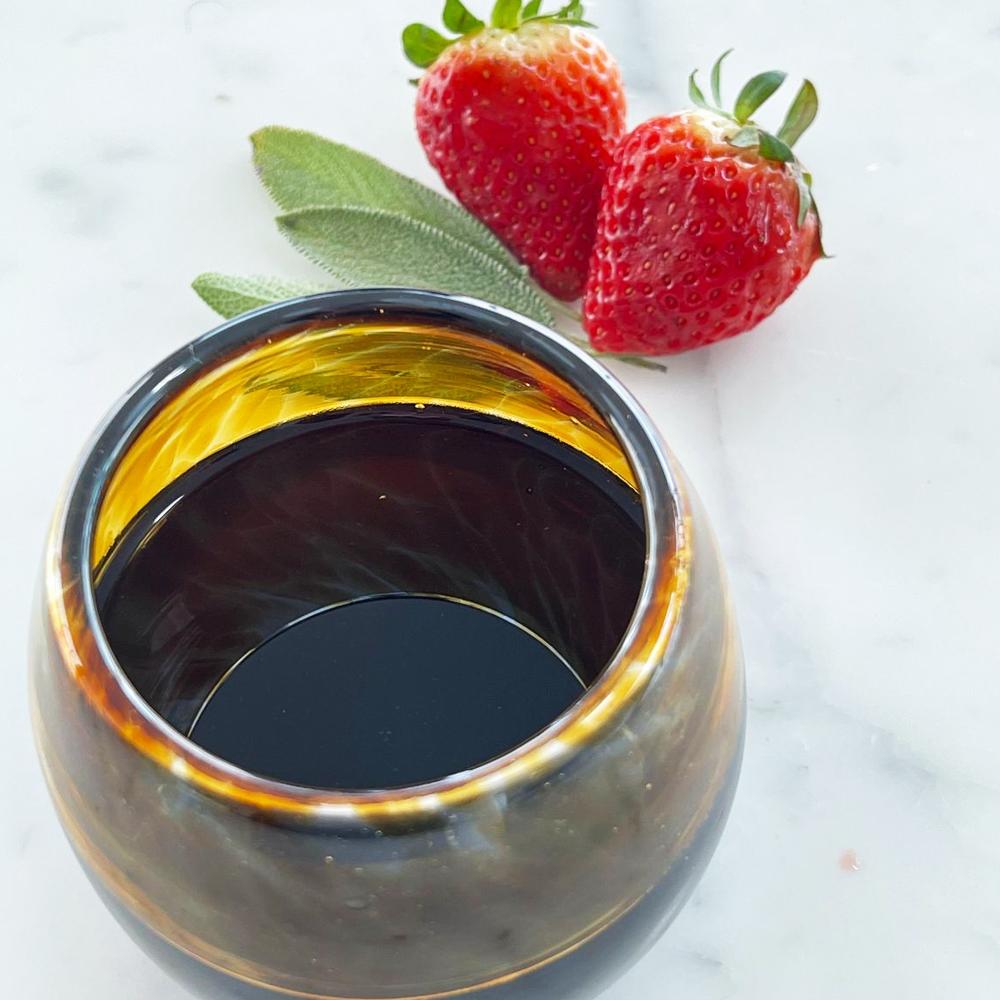 Amber stemless wine glass set context