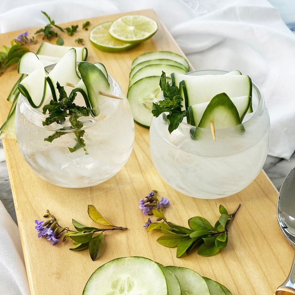 White stemless wine glass set context